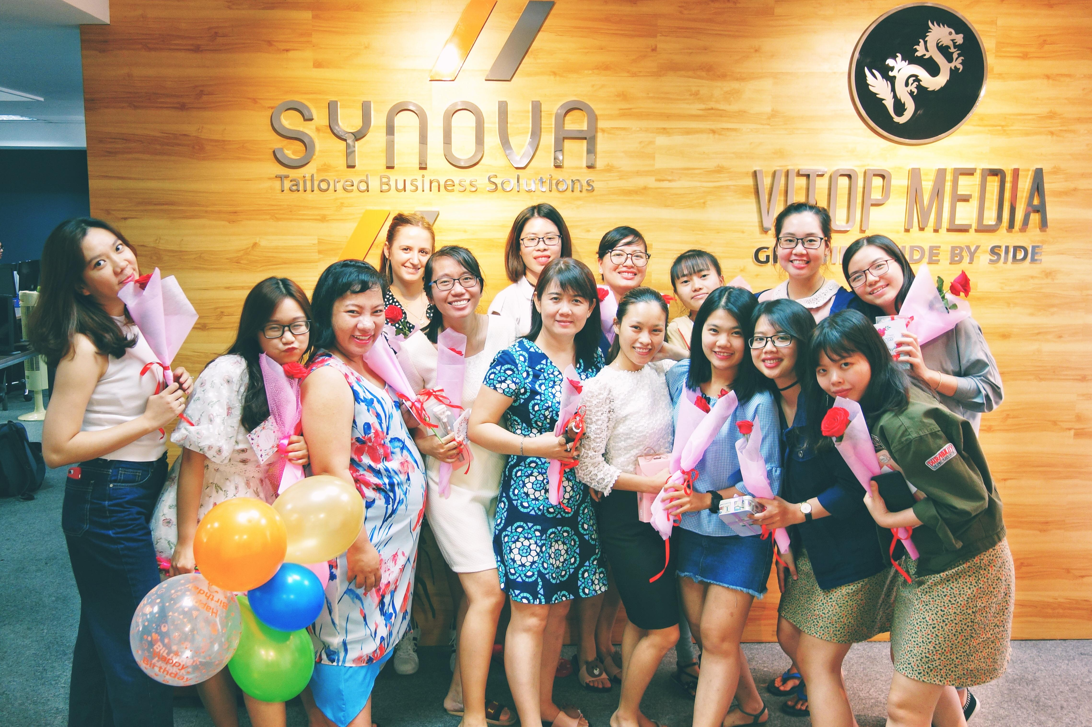 Synova-women-day-team-flower